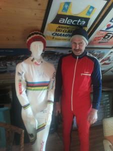 Storfint besøk av Sveinung Røstad i skilom drakt fra hans storhetstid på ski. Foto: Skigal