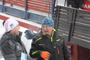 Vidar Finnland i humørfylt passiar med representant fra Peter Riedel