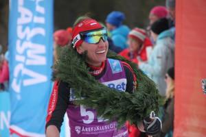 En glad dame vinner Foto: Skigal