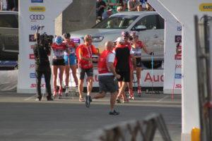 Hektisk før heat start sprint fredag. TD Arne Otto og Per styrer med jernhånd. Foto: Skigal